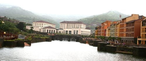 1024px-Town_Centre_at_Dasve_-_Lavasa